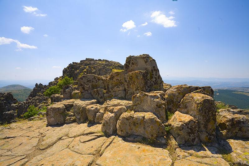 Платформа А - камени тронови